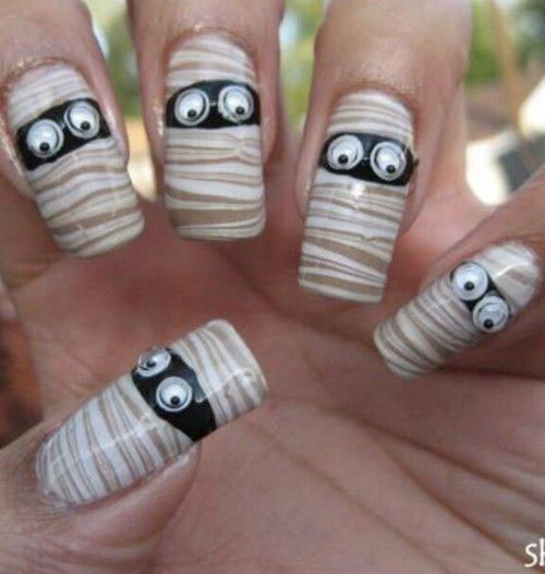 18-Creepy-Halloween-Mummy-Nails-Art-Designs-Ideas-2018-16