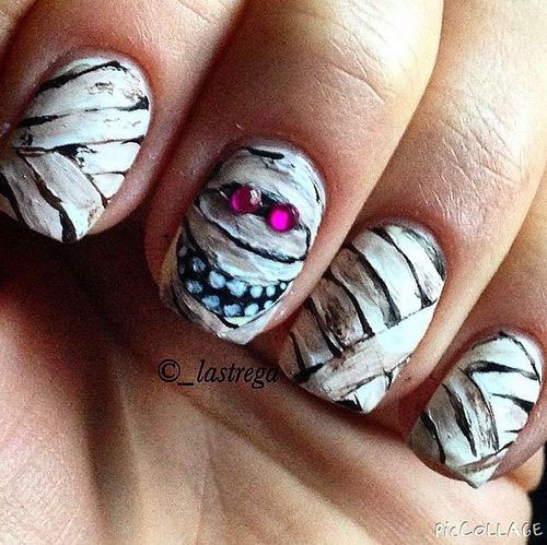 18-Creepy-Halloween-Mummy-Nails-Art-Designs-Ideas-2018-9