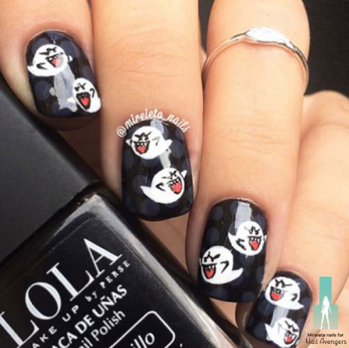 30-Spooky-Halloween-Ghosts-Nail-Art-Ideas-2018 -Boo-Nails-11