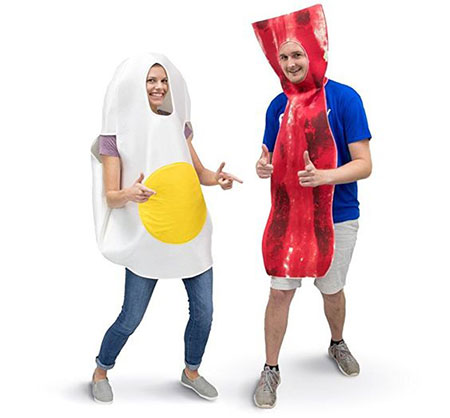 15-Funny-Halloween-Costume-Ideas-For-Couples-2018-13
