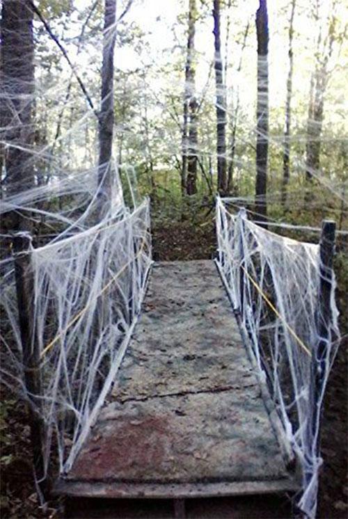 15-Scary-Halloween-Outdoor-Decoration-Ideas-2018-8