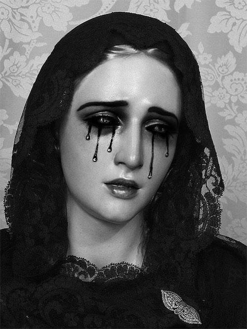 12-Gothic-Halloween-Makeup-Ideas-Styles-Looks-2018-10