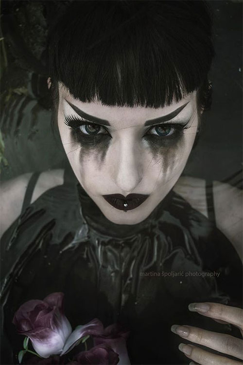 12-Gothic-Halloween-Makeup-Ideas-Styles-Looks-2018-5
