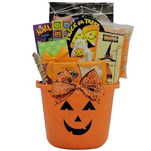 12-Unique-Halloween-Themed-Gift-Treat-Baskets-For-Kids-Adults-2018-3