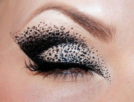 50-Best-Halloween-Eye-Makeup-Ideas-Looks-Trends-2018-10