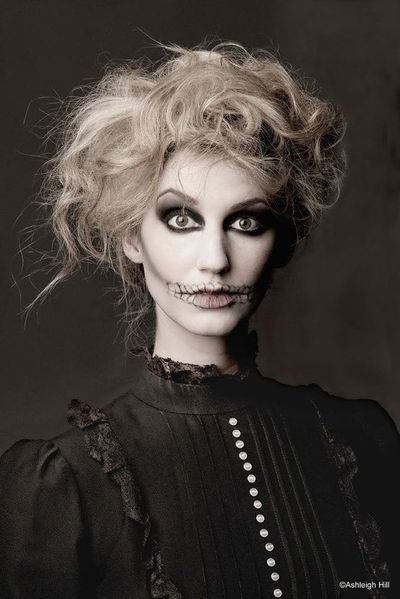 30-Creepy-Spooky-Halloween-Hairstyle-Ideas-For-Girls-Women-2018-13