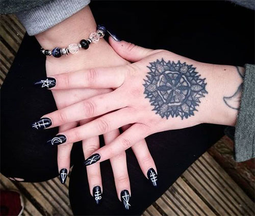 25-Horror-Scary-Halloween-Witch-Nails-Art-Designs-Ideas-2019-9